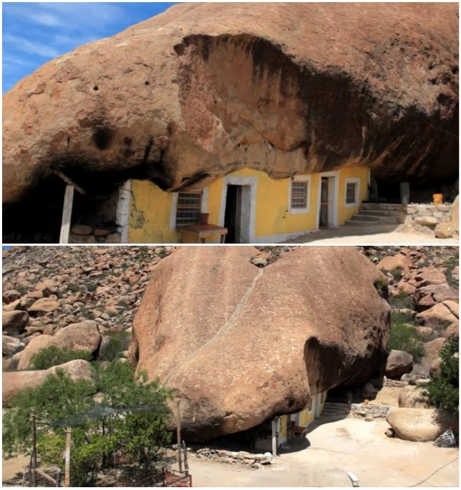Вот уже 30 лет мексиканское семейство живет под огромным валуном среди пустыни (штат Коауил, Мексика). © VANGUARDIA MX.