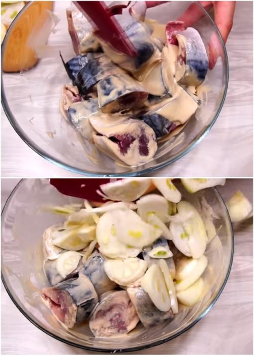 Подготовленные рыбу и лук залить маринадом и перемешать. |Фото: youtube.com.