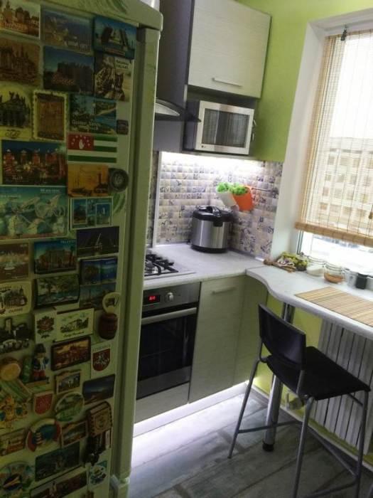 После установки холодильника начали проектирование гарнитура и распределения зон. | Фото: samodelkino.info.