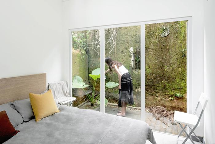 Спальня второго модульного дома Plugin House. | Фото: designboom.com.