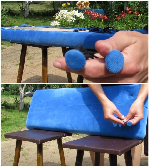 Обтянутые такой же тканью пуговицы с тесьмой/веревкой, следует продеть в отверстия и закрепить на деревянной основе.