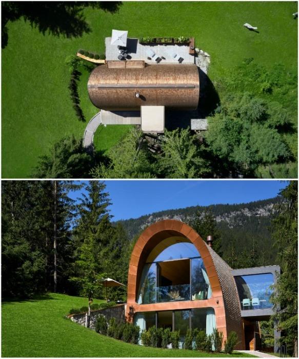 Вместо стандартной скатной крыши альпийский домик имеет мягкие изгиб (Mi Chalet). | Фото: archilovers.com/ © Luca Visciani.