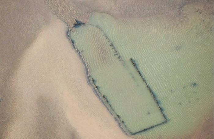 Снимок торгового судна «Амстердам», похороненного под толщей песка и воды у берегов мыса Бичи-Хед (Ла-Манш, Великобритания). | Фото: youmedia.fanpage.it.