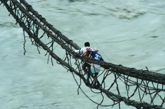 Верёвочный мост через реку в Асколе (Пакистан). | Фото: diddlybop.ru.