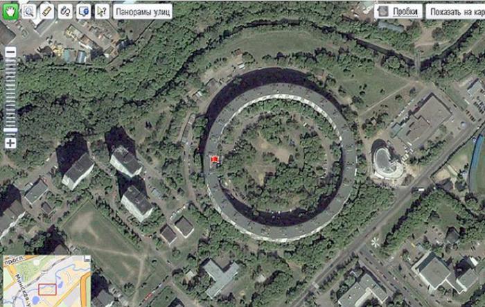 Такие дома превосходно смотрятся на Яндекс. Картах. (Дом-бублик по улице Довженко)