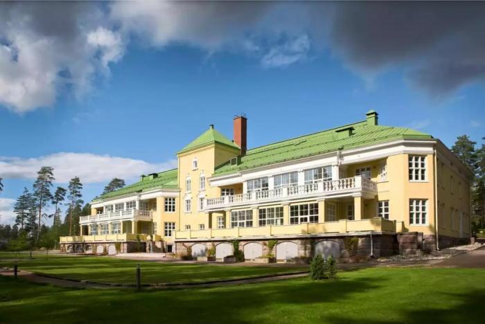 Санаторий Aurinkolinna находится на окраине соснового леса в деревне Настолы (Финляндия). | Фото: lemurov.net.