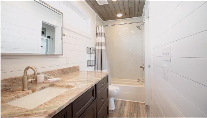 В ванной комнате поместилось все необходимое.