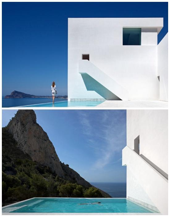 Потрясающий вид из бассейна («Вилла среди скал», Испания).
