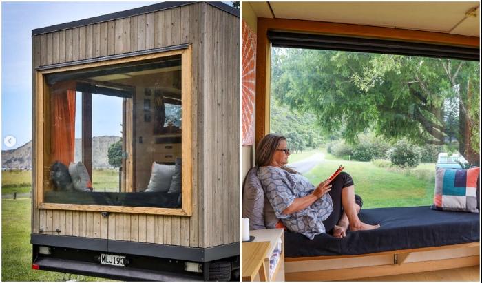 Зона отдыха у панорамного окна – идеальное решение. © Living Big In A Tiny House.