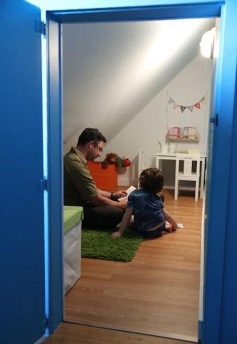 Секретная комната стала излюбленным местом общения родителей с сыном.