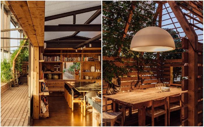 В зоне кухни-столовой высажено много живых растений («Longhouse», Австралия). | Фото: worldarchitecture.org.