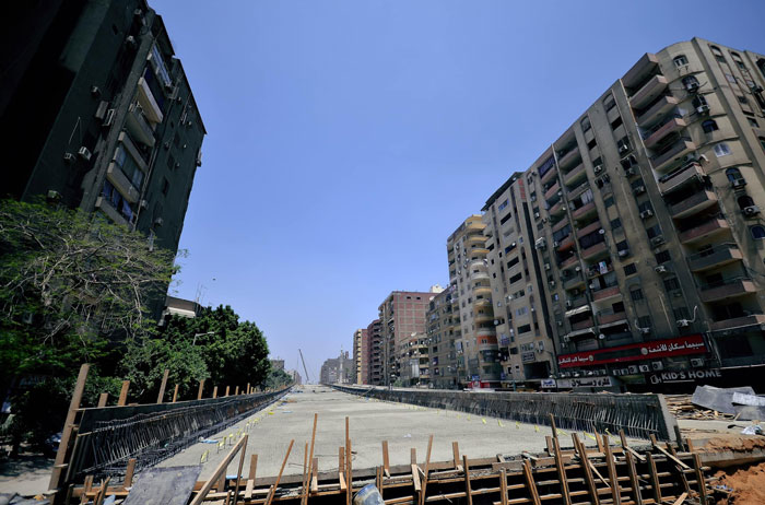 Несмотря на то, что другие дома района пострадали меньше, но его жителям не позавидуешь («Teraet Al-Zomor Bridge», Египет). | Фото: finofilipino.org.