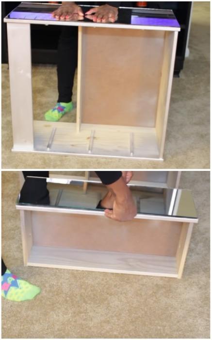 Установить зеркало на нужную поверхность и скорректировать его положение при необходимости. | Фото: youtube.com.