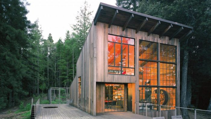 Уединенный дом Breur Cabin в лесах Калифорнии (США). | Фото: lifter.com.ua.