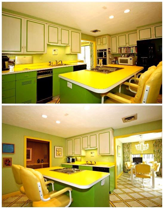 В кухне создана яркая весенняя атмосфера благодаря цветовой гамме (ретро-дом в Фрамингеме, США). | Фото: travelandleisure.com.