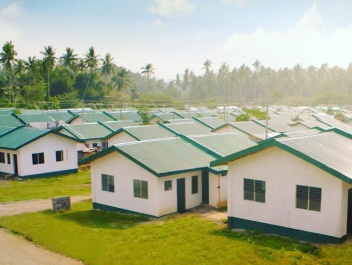 Тысяча семей получила крышу над головой благодаря помощи Мэнни Пакьяо.