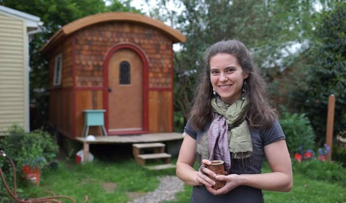 Очаровательный микро-дом площадью 9,3 кв. м. стал комфортным убежищем для девушки, которая создала его сама («Lucky Penny», США). | Фото: youtube.com/ © Tiny House Giant Journey.