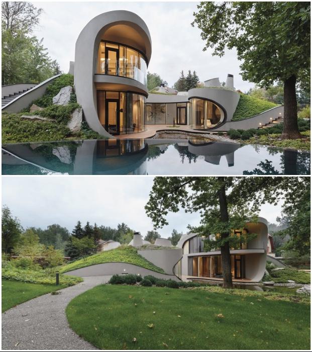 Плавные линии футуристического особняка стали естественным продолжением ландшафта (House in the landscape, Подмосковье).