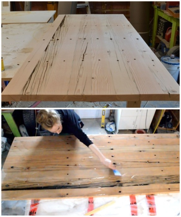 После финишной шлифовки древесину залили эпоксидной смолой и с помощью газовой горелки избавились от пузырьков воздуха. | Фото: youtube.com/ Jessica Vanderveen.