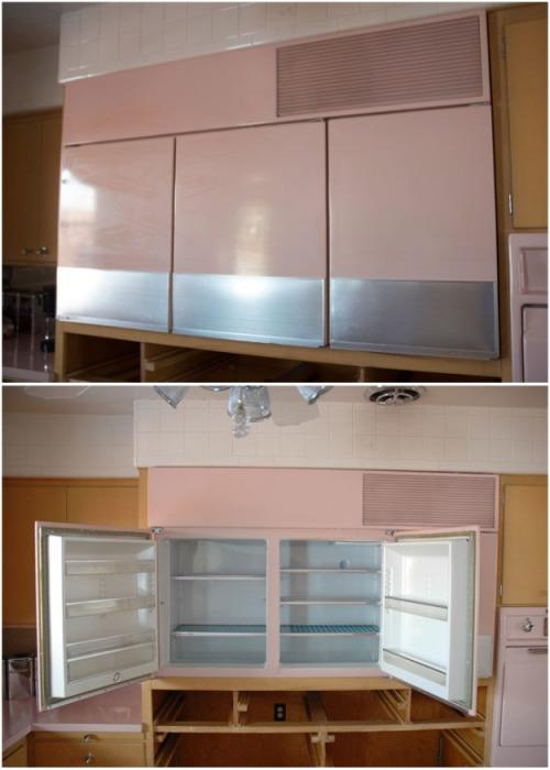 Трехдверный розовый холодильник, расположенный на уровне глаз. | Фото: littlethings.com.