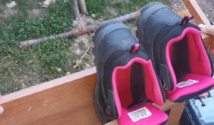Прежде чем закреплять все полки-держатели, лучше проверить входит ли самая объемная пара обуви. © Zengin Hayaller Dukkani.