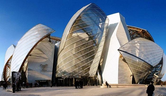 Строительство культурного центра  фонда Louis Vuitton велось на средства группы LVMH (Париж). | Фото: flickr.com.