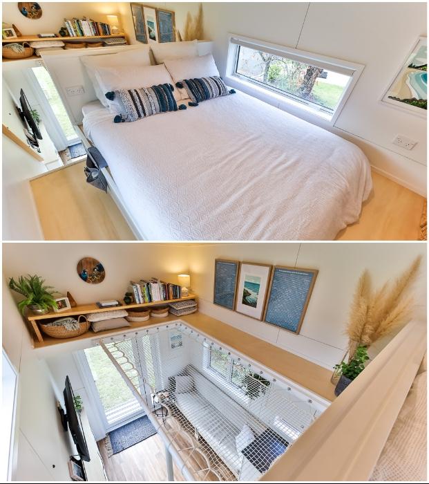 На втором ярусе обустроена удобная спальная мансарда с местом для хранения одежды и «библиотечный чердак» с сетчатым полом (The Bitse, Новая Зеландия). © Buildtiny.
