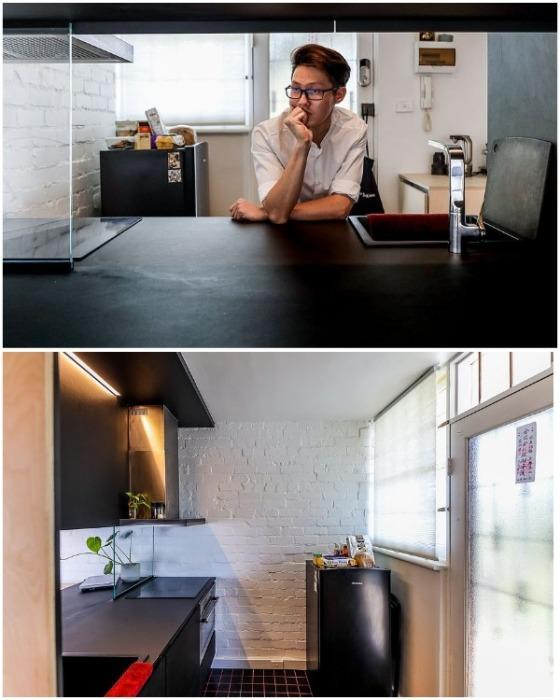 В оформлении интерьера миниатюрной кухни Дуглас Ван использовал контрастные цвета и разную фактуру материала. | Фото: youtube.com.