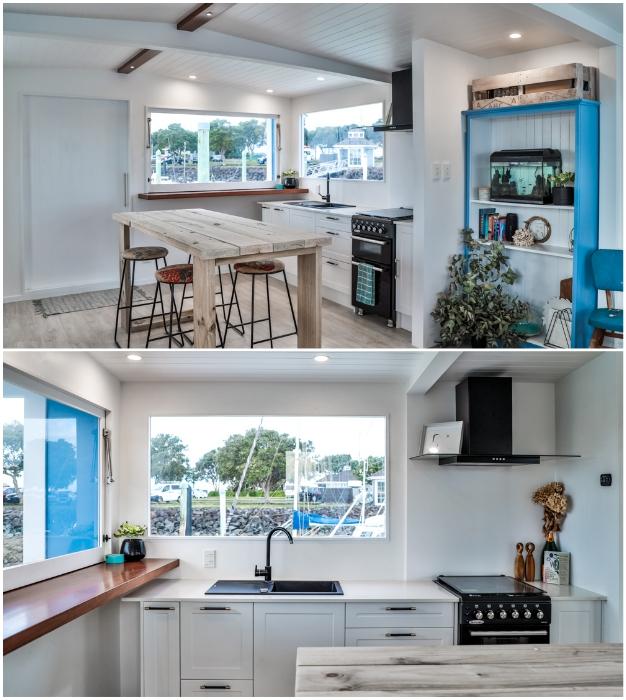 В оформлении кухни-столовой переплетены стиль лофт и high-tech («Blue Turtle», Окленд). | Фото: livingbiginatinyhouse.com.