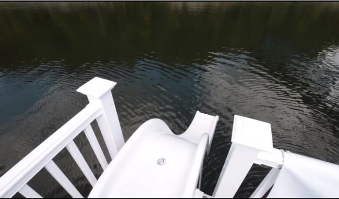Горка и доска для прыжков в воду очень понравятся активным гостям.
