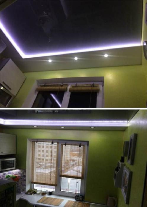 Глянцевые натяжные потолки внутри короба из гипсокартона Михаил делал вместе с друзьями. | Фото: zen.yandex.ru.