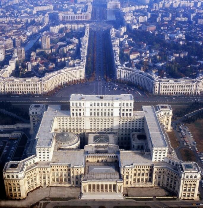 Центр Бухареста создавался заново, вместе со строительством Дома Народа (Румыния). | Фото: realt.onliner.by.