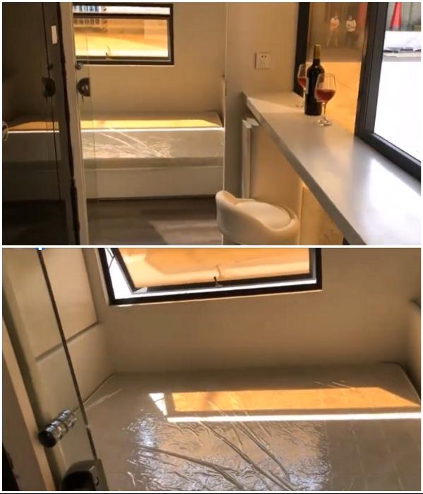 Вторая спальня в смарт-доме совсем крошечная, но кровать и встроенные шкафы поместились («Cube Two»). | Фото: facebook.com/ nestronglobal.