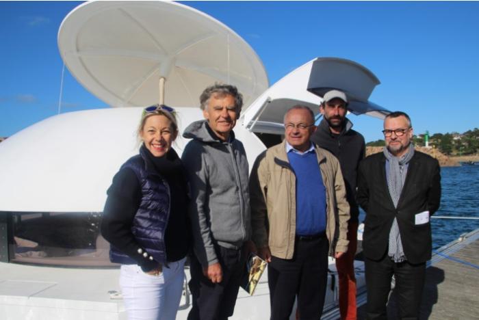 Автор проекта Жан-Мишель Дюкансель и группа единомышленников представила обновленный плавучий дом «Anthenea». | Фото: bubblemania.fr.
