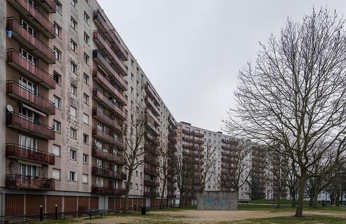 Доступное жилье, созданное из панелей в Париже.