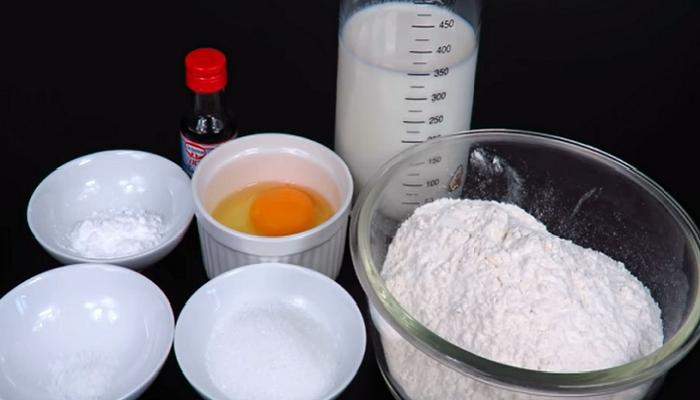 Для этого теста понадобятся вполне доступные ингредиенты. | Фото: youtube.com/ © LudaEasyCook Позитивная Кухня.