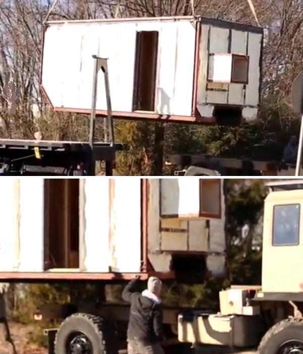 Каркас и стены мобильного дома после сборки были установлены на прицеп грузовика. | Фото: instagram.com/ @wazimulife.