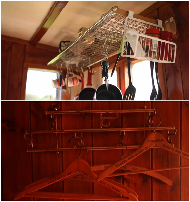 Для обустройства интерьера были приобретены настоящие полки и вешалки, которые использовались в старинных вагонах («Flying Yorkshireman», Харрогейт).   Фото: youtube.com/ © Caters Clips.
