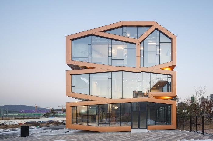 В пригороде Сеула появилось «инопланетное» здание, явно отличающееся от привычного дизайна и архитектуры жилья (Mars, Хвасон). | archdaily.com.