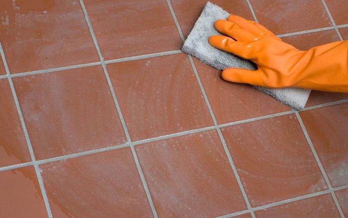 Швы между керамической плиткой нужно затереть, зашлифовать и прогрунтовать.| Фото:  precofriendly.com.au.