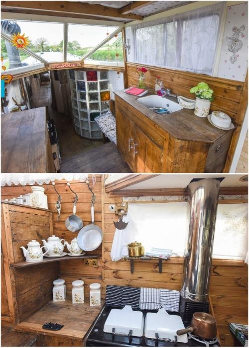 Зона кухни и столовой в плавучем летнем домике сделанная подростком из Великобритании. | Фото: news.myseldon.com.