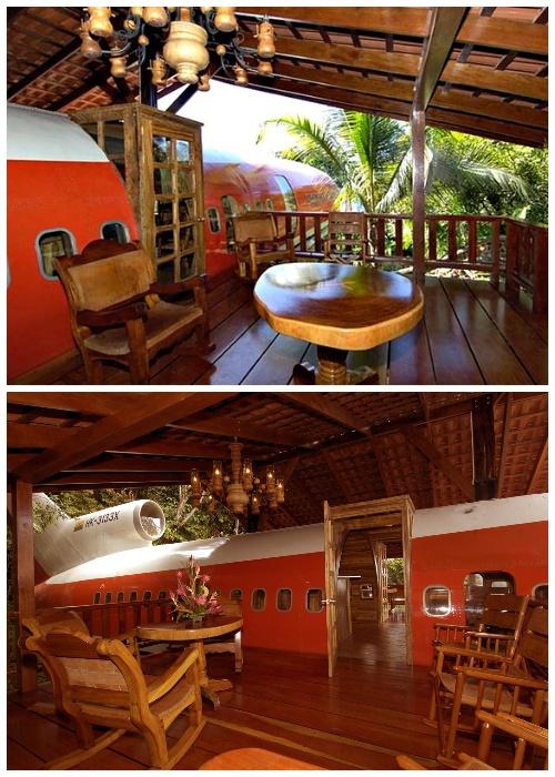 На крыле самолета обустроили крытую террасу (Hotel Costa Verde). | Фото: lifeglobe.net.