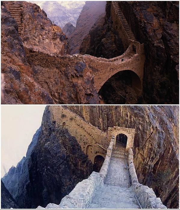 Мост «Вздохов» расположен на высоте 300 м над глубоким ущельем в горах Йемена. | Фото: yemeneconomist.com/ masterok.livejournal.com.