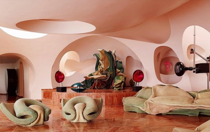 Роскошная мебель от известного кутюрье Пьера Кардена украшает интерьер множества помещений-пузырей (Bubble House, Канны). | Фото: epoca.oglobo.globo.com.