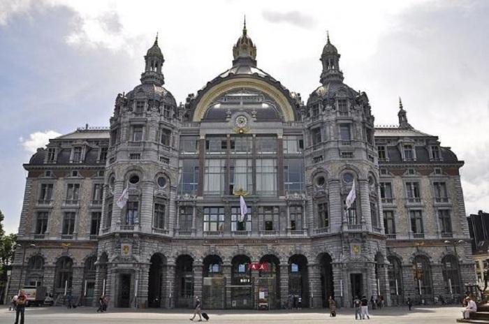 Центральный железнодорожный вокзал Антверпена (Бельгия).