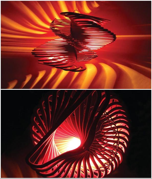 Сюрреалистический светильник можно создать и самостоятельно, вооружившись вдохновением, деревянными тремпелями и клеем.