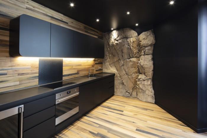 Кухня получилась функциональной и современной («Villa Troglodyte», Монако). | Фото: newatlas.com.