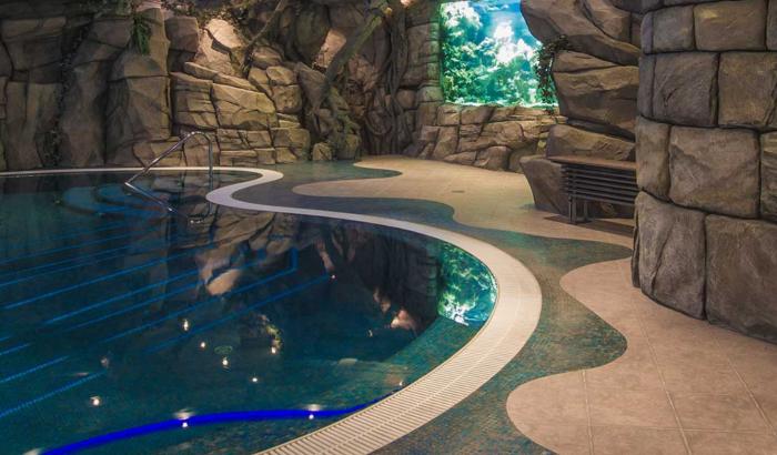 В подземном развлекательном центре создали огромный бассейн («Замок Гарибальди», с. Хрящевка). | Фото: garibaldicastle.com.