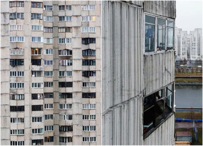 Сейчас знаменитые дома на «куриных ножках» выглядят удручающе (Новосмоленская набережная, Санкт-Петербург). | Фото: yandex.ru.