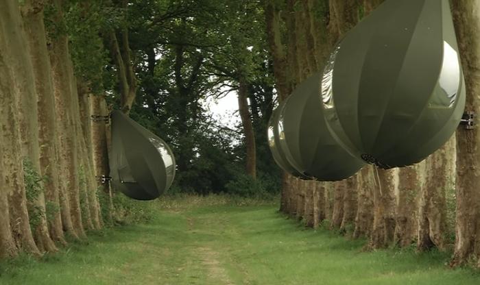 Номера-палатки в форме капель, свисающих с деревьев, стали очень востребованы среди жителей города Борглун («Tranendreef & Tentvillage», Бельгия). | Фото: youtube.com/ © Z33be.